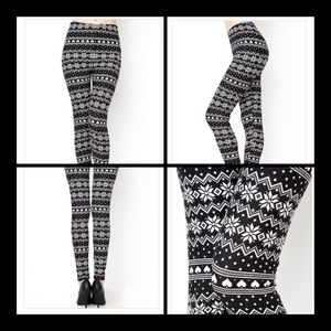 Pants - ▪️2 LEFT▪️Snowflake Print Leggings